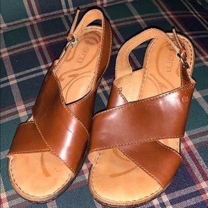 Excellent BORN leather sandals sz 8/38